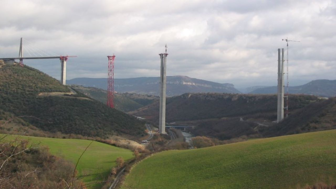 The Millau Viaduct has been supported by multi-span cables. Credit: Mammique / Wikipedia.