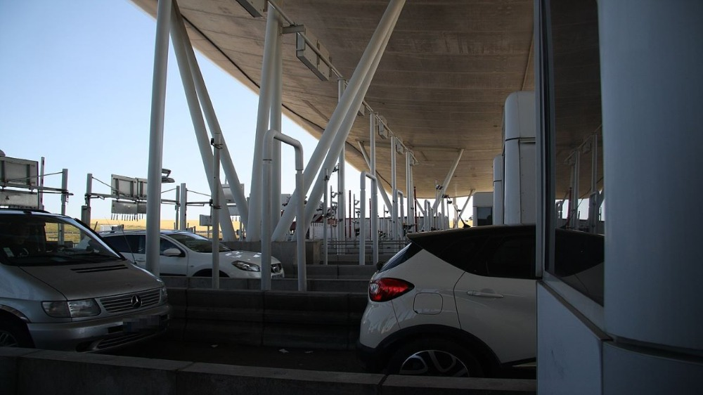 There is a toll plaza at A75 approaching the Millau Viaduct. Credit: GerritR / Wikipedia.
