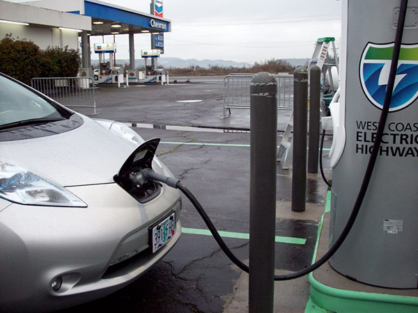 The fast charger allows full recharge of the EV vehicles in about 30 minutes. Image courtesy of Oregon Department of Transportation.