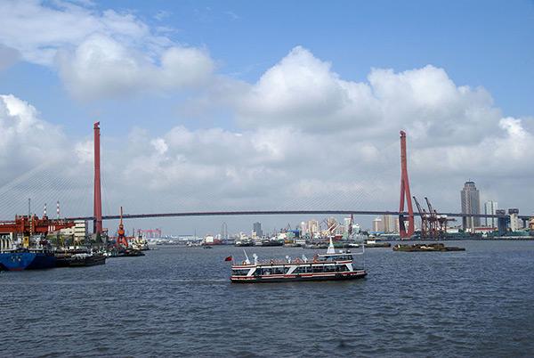 The Yangpu Bridge is located in Yangpu district of Shanghai, China. Image courtesy of Putneymark.
