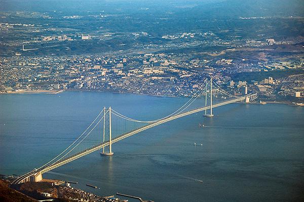 Akashi Kaikyo Bridge was built across the 1,500m Akashi Strait. Credit: Kim Rötzel.
