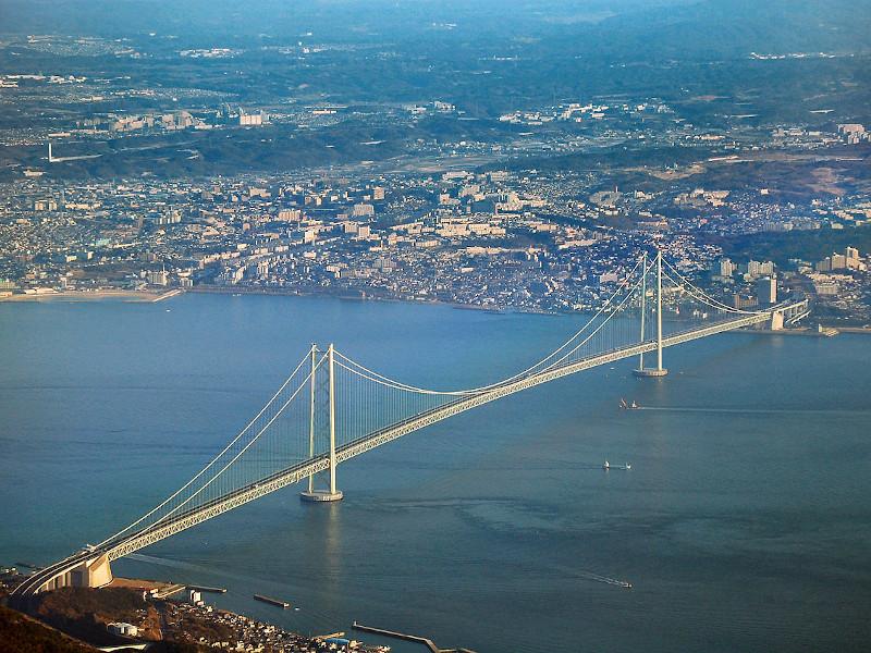 Akashi Kaikyo Bridge was built across the 1,500m Akashi Strait. Credit: Tysto.