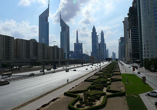 E11 (the Sheikh Zayed) road is the biggest highway in UAE, stretching from Al Silah in Abu Dhabi to Ras Al Khaimah in Oman. Image courtesy of Imre Solt.