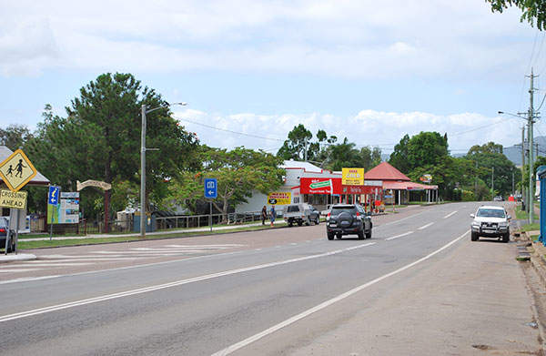 The Bruce Highway through the township of Tiaro waswill be upgraded in September 2012. Image courtesy of Mattinbgn.