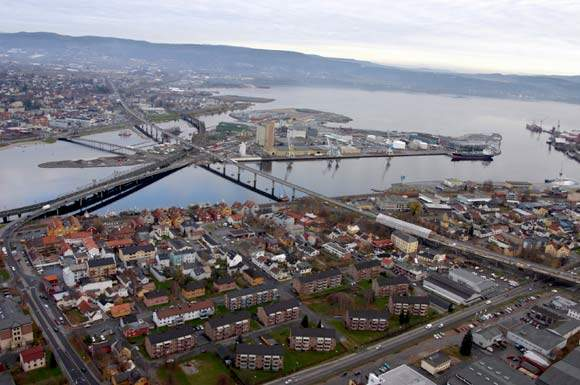 The new Drammen Bridge will ease traffic congestion on the existing two-lane bridge and connect Oslo and the surrounding areas along the coast.
