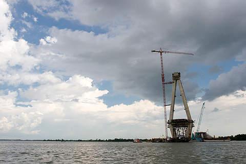 Can Tho Bridge construction in progress in June 2007.