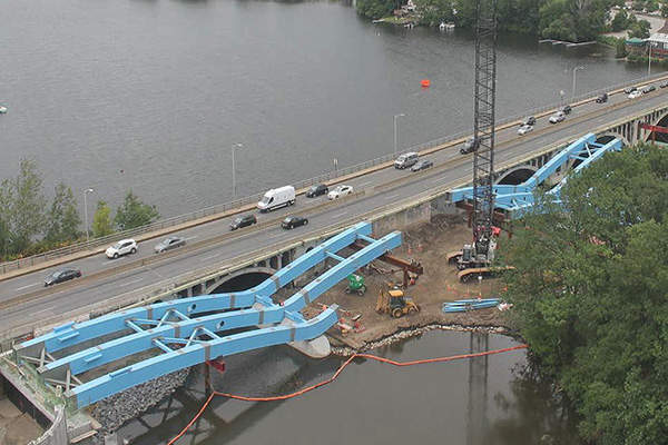 The new Kenneth F Burns Memorial Bridge over Lake Quinsigamond is a five-span steel deck arch bridge with three east and westbound travel lanes.  Photo: courtesy of Massachusetts Department of Transportation.