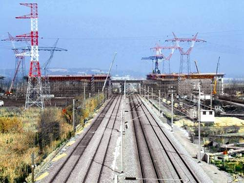 The formwork on the viaduct over the railway crossing of the Tagus project was constructed by PERI.
