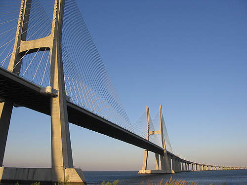 Construction of the Vasco da Gama bridge was completed quickly so that access to Expo '98 would be easy.