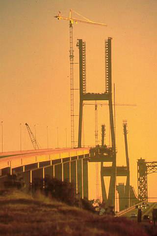 The Brunswick bridge under construction (in January 2000).