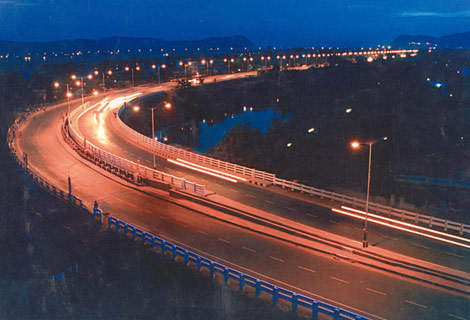A four-lane, 111km concrete expressway is being built to connect Bangalore with Mysore.
