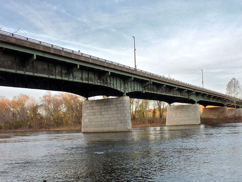 Scudder Falls Bridge is a non-redundant, girder plate bridge over Delaware river. Image courtesy of Aerolin55.