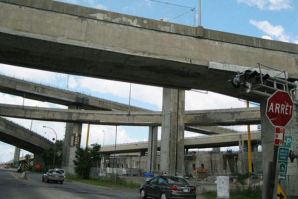 The 48-year old Turcot Interchange in Montreal, Canada, will be reconstructed as part of the biggest road project in Quebec. Image: courtesy of Jeangagnon.