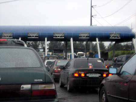 Traffic moving through a toll plaza. Toll payment method ranges from an open toll system in the highly urban southern third, and a closed toll system in the more rural northern two thirds.