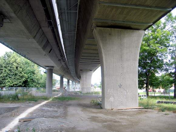 Standing 0.6m apart, the two bridges will appear as one bridge with circular columns.
