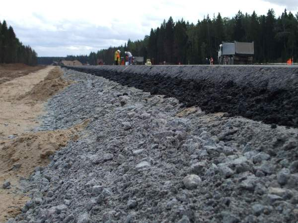 The first section of the highway has been subject to environmental protests because it passes through the Khimpki Forest. Image courtesy of VINCI Concessions.