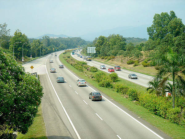 The North-South Expressway is the longest highway in Malaysia and is regarded as the back bone of the western Peninsular Malaysia. Image courtesy of mailer_diablo.