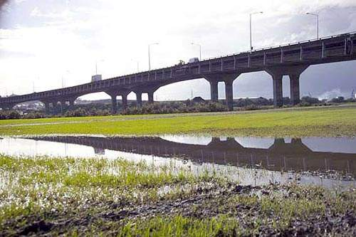 The Manukau harbour already has one existing motorway bridge, opened in 1984.