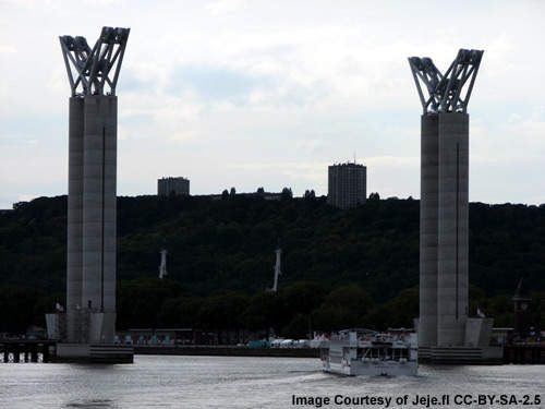 The two towers of the Pont Gustave Flaubert are 86m high and support the lifting equipment and the decks.