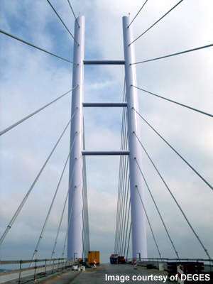 The cables on the cable-stayed Strelasund bridge are arranged in a harp configuration.