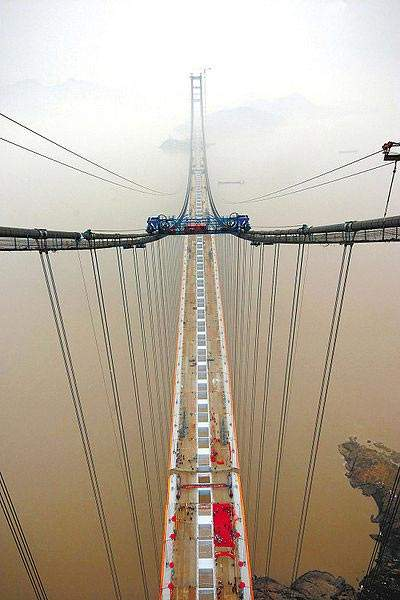 The 5.3km-long bridge consists of a 2.6km main bridge and 2.7km side joint sections with a 1,650m central span.