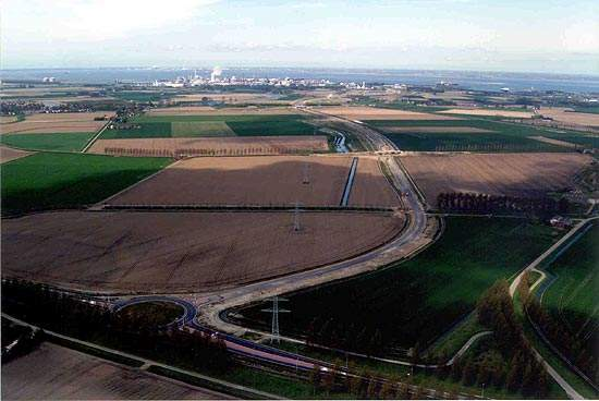 With an estimated cost of €726m, the Westerschelde Tunnel will provide a faster and more economical route for around 27,000 vehicles a day between Ellewoutsdijk in Zuid-Beveland and the Zeeuws Vlaanderen region near Terneuzen.