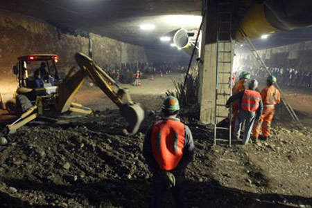 The Costanera Norte will feature two tunnels: a 2.7km tunnel next to the river and a 4km freeway tunnel below the bed of the Rio Mapocho.