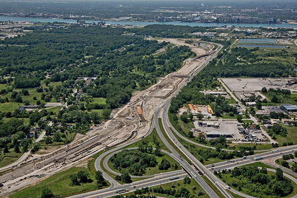 The parkway is part of a proposed project to directly link Ontario's Highway 401 to Michigan's Interstate 75 across Detroit River. Image courtesy of Rt. Hon. Herb Gray Parkway project team.