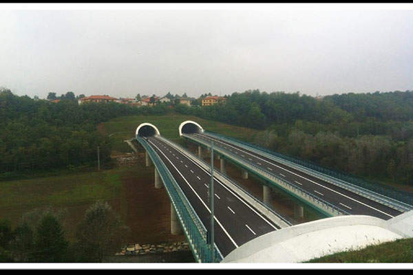 The first section of the Varese bypass opened to traffic in January 2015.
