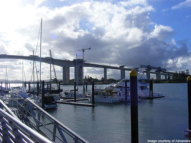 Sir Leo Hielscher Bridges from south bank of the Brisbane River.