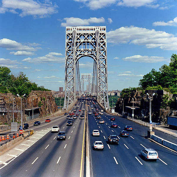 The George Washington Bridge has 14 lanes together on the upper and the lower decks. Image courtesy of Dave Frieder.