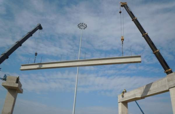 Beams being placed near Interstate Highway 35 West / Interstate Highway 820 interchange. The NTE project is estimated to cost $2.5bn. Image courtesy of NTE Mobility Partners.