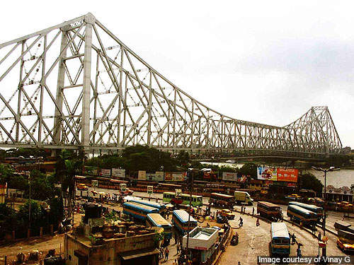 The Howrah Bridge links the twin cities of Howrah and Kolkata