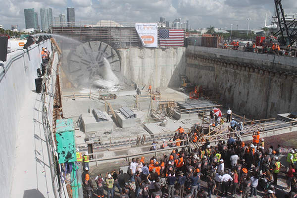 Specially designed tunnel boring machines manufactured by Herrencknecht were used to build the Port of Miami tunnel.