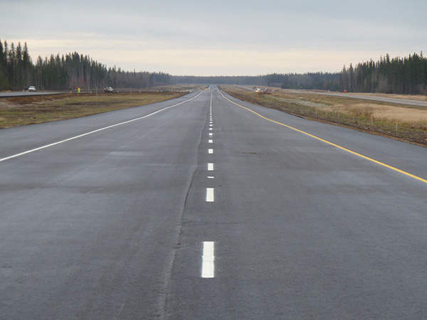 A section stretching 36km on the Alberta Highway 63 was twinned and opened in October 2012. Image courtesy of Government of Alberta.