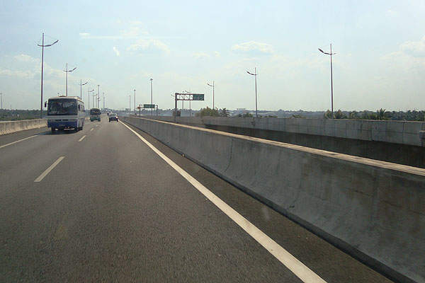 Ho Chi Minh - Trung Luong Expressway is one of the two sections of the North-South Expressway. Image courtesy of Prenn.