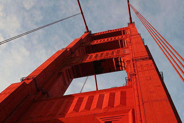 The suspension towers of the Golden Gate Bridge are 776ft tall. Image courtesy of Calibas.