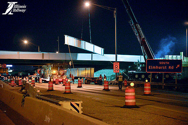 Construction works on the new Elmhurst Road Bridge over the Jane Addams Memorial Tollway (I-90). Photo: courtesy of Illinois Tollway.