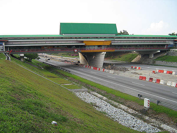 Two overhead restaurants are built on the North-South Expressway at Sungai Buloh and Ayer Keroh