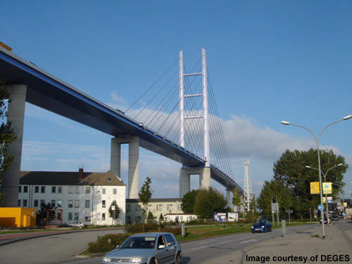 The route is an important link in the area, linking the island of Ruegen, the city of Stralsund and the A20.
