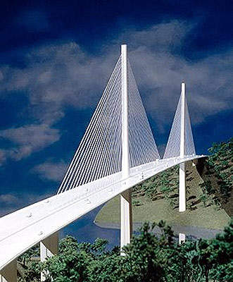 The Puente Centenario has a total span of 1,052m with a main span of 320m and 80m of vertical navigational clearance