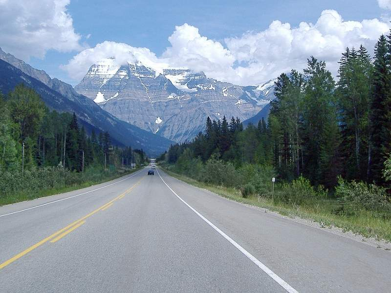 Yellowhead Trail expressway is a vital corridor of Highway 16. Image courtesy of Colin Keigher.