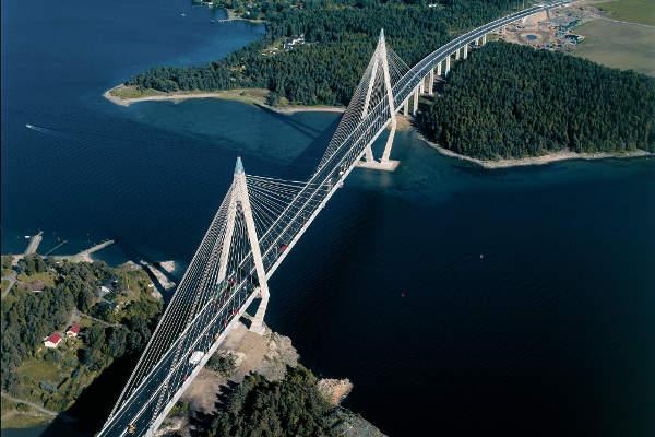 The Uddevalla bridge on the E6 highway was opened in 2000. Image courtesy of Lennart Forsberg.