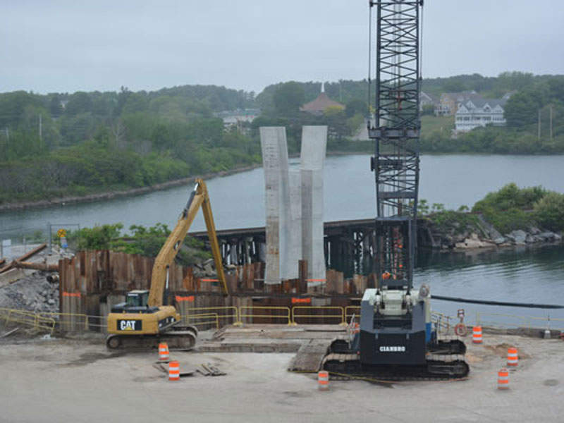 The new bridge will have a 300ft-long lift span supported by four separate 200ft-tall precast concrete lift towers. Image: Used by permission from www.maine.gov.
