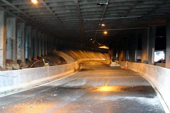 The new alignment on the North-Western Motorway to the Nelson Street off-ramp goes under Ramp-B before merging with the northern end of the old ramp.