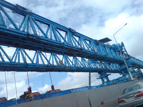 The 'big blue' gantry crane over the Newmarket Viaduct.