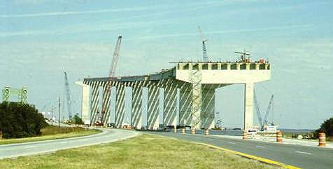The Sidney Lanier Bridge under construction (January 2000).