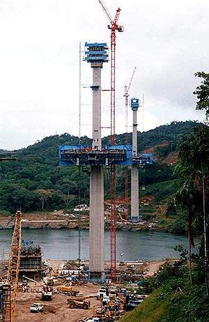 Two tapering 184m towers support a single plane of cables.
