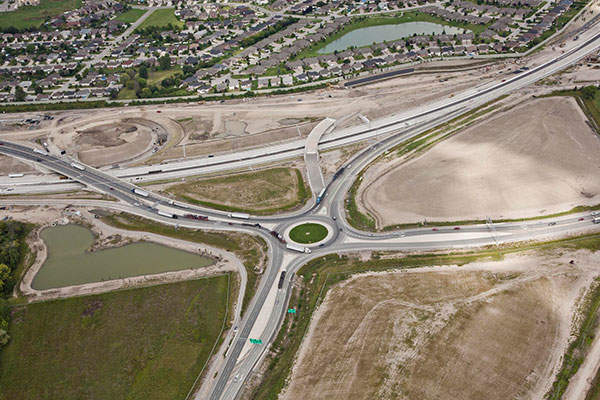 The parkway includes 11 tunnels, 15 bridges and a roundabout that was opened in 2012. Image courtesy of Rt. Hon. Herb Gray Parkway project team.
