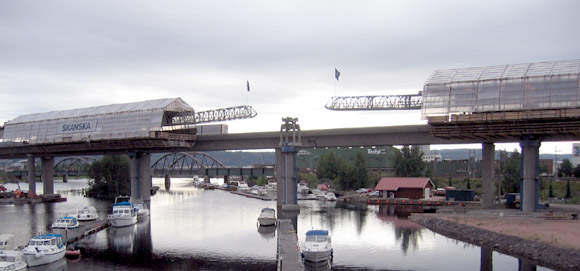 During the Drammen Bridge construction, a Movable Shuttering System (MSS) is being used to carry the separate spans